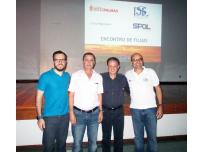 Aqui estou ao lado do presidente, Luis Claudio, e dos diretores Diogo e Willian.